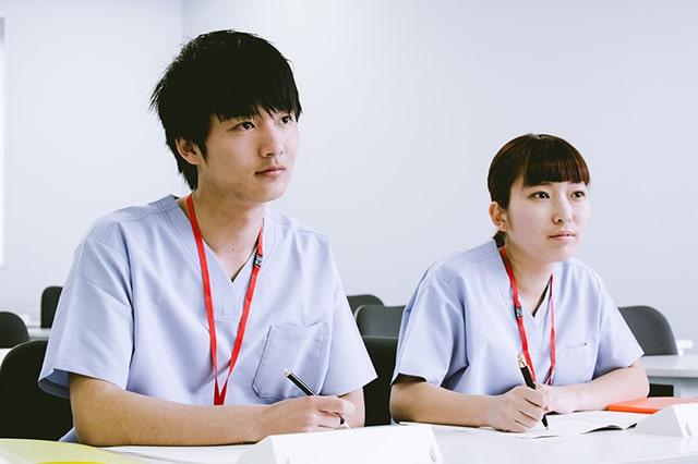 介護職員初任者研修のカリキュラムを受講しているイメージ